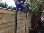 התקנת גדר עץ