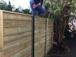 מתקין גדר עץ